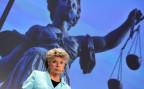 Viviane Reding, die frühere EU-Justizkommissarin, vor einem Bild der Justizia