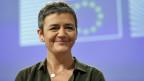 Die EU-Wettbewerbskommissarin Margrethe Vestager erläutert an einer Medienkonferenz, dass mulitnationale Unternehmen in der EU in Zukunft deutlich mehr Steuern bezahlen müssen.