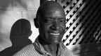 Kenias Hauptstadt Nairobi rangiert unter den gefährlichsten Städten Afrikas. Einbrüche, Raubüberfälle und Entführungen gehören zum Alltag. Das Gefälle zwischen Reich und Arm ist enorm. Die Mehrheit der Bewohner wohnt in Slums. Bild: Nachtwächter Alfred.