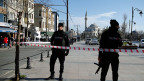Vor der Kulisse der Blauen Moschee im historischen Viertel Sultanahmet in Istanbul. Eine Explosion hat mindestens zehn Todesopfer  und mehrere Verletzte gefordert.