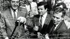 Ost-West-Zusammenarbeit gegen den «Eisernen Vorhang» am 27. Juni 1989: Der ungarische Aussenminister Gyula Horn und der österreichische Aussenminister Alois Mock zerschneiden gemeinsam den Grenzzaun zwischen ihren Ländern.