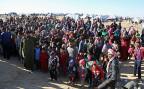 Tausende syrische Flüchtlinge warten darauf, die Grenze nach Jordanien überqueren zu können.
