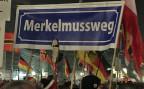 Rund 5000 Pegida-Anhänger und –Anhängerinnen haben sich am Montagabend vor der Frauenkirche in Dresden versammelt. Die Stimmung vis-ä-vis von Bundeskanzlerin Merkel war extrem feindselig.