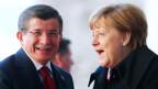 Bundeskanzlerin Angela Merkel mit dem türkischen Premier Ahmet Davotoglu am 22. Januar 2016.