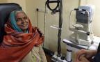 Die zwei Ärzte schenken mit ihren Operationen vielen Ärmsten Indiens die Chance auf ein normales Leben.