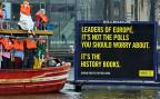 «Europas Führer, nicht über Umfragen solltet ihr euch Sorgen machen, sondern über die Geschichtsbücher», eine Aktion von Amnesty International während des EU-Innenministertreffens in Amsterdam.
