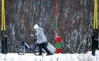 Unabhängig von der weiteren Entwicklung an Europas Nordrand ist klar, dass es so schnell keine Bilder mehr von Menschen zu sehen geben wird, welche per Fahrrad die wieder schwer bewachte Grenze zwischen Russland und Norwegen überqueren werden.