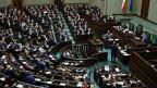 Für das Gesetz stimmten 236 Abgeordnete, 209 votierten dagegen, acht enthielten sich.