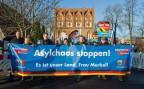 Die AfD an einer Protestveranstaltung gegen die Flüchtlingspolitik der deutschen Regierung in Neubrandenburg