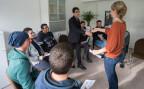 Bewohner des Asylzentrums Hirschpark in Luzern bei einem Kurs über die «Grundregeln für das Zusammenleben»