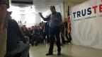 Wer in Iowa schlecht abschneidet, hat es im weiteren Wahlkampf schwer. Das wissen auch die Kandidaten. Sie haben in den letzten Monaten viel Zeit in Iowa verbracht, der Republikaner Ted Cruz etwa hat alle 99 Gemeinden Iowas besucht. Bild: Ted Cruz. Er hat gute Chancen, bei den Vorwahlen in Iowa einen Spitzenplatz zu belegen.