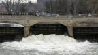 Der Fluss Flint in der gleichnamigen Stadt. Zwar hat der US-Kongress schon vor 30 Jahren bleihaltige Wasserrohre verboten, aber noch immer liegen bis zu zehn Millionen solcher Rohre im Boden. Es wird bis zu 50 Milliarden Dollar kosten, diese zu ersetzen.