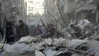 Im Westen hat die russische Strategie Fragen aufgeworfen: Wie kann es sein, dass jemand für Friedensverhandlungen wirbt und gleichzeitig den Krieg eskalieren lässt? Alexej Malaschenko spricht von einer «russischen Logik» – was man begonnen habe, werde zu Ende gebracht. Bild: Eine Strasse in Aleppo nach einem russischen Luftangriff.