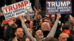 Donald Trump bringt Veränderungen, bringt die Stellen zurück, ist stark und sagt, was er denkt. Deswegen haben viele Trump gewählt. Seine Gefolgschaft ist hauptsächlich weiss, älter und nicht besonders gut gebildet; das zeigen Umfragen.