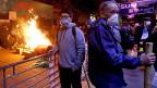 Wegen illegaler Snack-Stände sind im Hongkonger-Distrikt Mongkok Pflastersteine geflogen und Feuer entzündet worden.