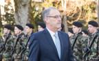 Verteidigungsminister Guy Parmelin schreitet eine Ehrengarde der Schweizer Armee ab