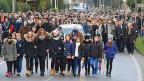 Eine riesige Menschenmenge hat sich am 12. Februar in Fiumicello zur Beerdigung von Giulio Regeni versammelt.