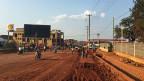 «83 Prozent der Jugendlichen in Uganda sind arbeitslos. Über 80 Prozent unserer Primarschüler konnten vergangene Woche am Ende ihrer Schulzeit nicht graduiert werden, weil sie die Anforderungen im Lesen und Schreiben nicht erfüllen. Wollen wir daran etwas ändern - oder wollen wir im gleichen Stil weiterfahren?», empört sich Präsidentschaftskandidat Amama Mbabazi. Bild: Die Stadt Gulu im Nord-Westen Ugandas.