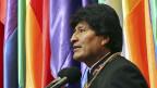 Boliviens Präsident heisst Evo Morales –möglicherweise noch lange. Ist Morales der neue Chavez? Bild: Evo Morales bei einer Zeremonie zu seiner zehnjährigen Amtszeit in La Paz.