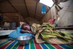 Kranke Flüchtlingsfrau in Darfur