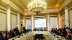 Die Balkanstaaten – ohne Griechenland und ohne Brüssel - suchen selbst eine Strategie in der Flüchtlingskrise. Bild: Konferenzsaal in Wien.