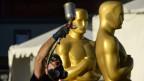 Übergrosse Oscar-Statuen: Letzte Vorbereitungen vor der Oscar-Verleihung in Los Angeles stehen bereit für die Verleihung in Los Angeles