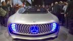 Die Autobranche befindet sich im Wandel: Autofirmen werden zu Softwarefirmen und Softwarefirmen beginnen, Autos zu bauen. Deshalb entsteht das Auto der Zukunft im Silicon Valley.Bild: Ein weitgehend «autonomer» Mercedes-Benz F015 an einer Ausstellung in Las Vegas, im Januar 2015.