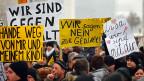 Der Fall Lisa war nur der Anlass eines tiefsitzenden Unbehagens. Das mit Merkels Flüchtlingspolitik massiv gewachsen ist. Jetzt wenden sich viele Russlanddeutsche der AfD zu, obwohl sie traditionell CDU wählen. Bild: Protest von Deutschlandrussen vor dem Kanzleramt in Berlin am 23. Januar.