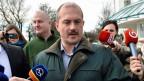 Marian Kotleba, Parteichef der neonazistischen «Volkspartei- unsere Slowakei» am Sonntag, 6. März 2016 nach der Wahl.