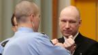 Anders Breivik (links) sitzt seit fast fünf Jahren in Isolationshaft.