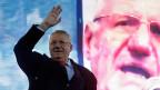 Freigesprochen. Jetzt kann Jetzt kann Vojislav Seselj weiter sein Grossserbien propagieren. Bild: Seselj an Wahlkampfveranstaltung, am 24. März in Belgrad.