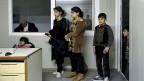Anstehen zur Registrierung: Kinder und Jugendliche aus Syrien auf der Insel Chios.