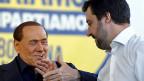Der beinahe 80jährige Berlusconi hat an Anziehungskraft verloren, darum zerfällt sein Bündnis. Grösstes Bruchstück ist derzeit die Lega Nord, die sich unter ihrem Chef Matteo Salvini dem weit rechts stehenden französischen Front National angenähert hat. In Italien wetten viele darauf, dass die Lega Nord weiter zulegen wird und Richtung Mittel- und Süditalien expandiert.