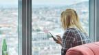 In der «smarten» Wohnung lassen sich Geräte per Smartphone steuern.