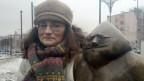 Alicja Grzymalska mit dem «Papazwerg» in Breslau.