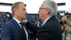 EU-Ratspräsident Donald Tusk (links) und Jean-Claude Juncker vor dem EU-Parlament.