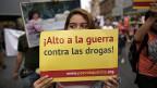 Die Länder Lateinamerikas sind vom Drogenproblem besonders stark betroffen. Bild: Eine Demonstrantin in Monterrey fordert «Stopp dem Drogenkrieg».