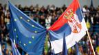 Obwohl sich der serbische Premier zunehmend autoritär gebärdet, geniesst er die Unterstützung des Westens.
