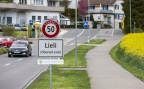 Das Ortsschild am Eingang zum Dorf Oberwil-Lieli