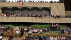 Seit Wochen demonstrieren an der dem Regierungsgebäude in Bagdad Menschen gegen das Regime.