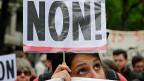 Frankreichs blockierter Arbeitsmarkt und Präsident Hollandes Schwierigkeiten, die Arbeitsmarktreform endlich anzupacken. Das Nein auf dem Plakat der jungen Frau gilt der Reform.