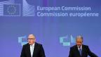 Bis Mitte Juni müsse die Türkei die restlichen Bedingungen erfüllen, die EU-Kommission werde genau hinschauen, sagte EU-Vizekommissionspräsident Frans Timmermans an der Medienkonferenz in Brüssel. Neben Timmermans EU-Migrationskommissar Dimitris Avramopoulos.