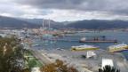 Der einfache Übergang über die Alpen ist eine grosse Chance für den neuen Hafen von Vado Ligure, sagt der künftige Hafendirektor; er hofft, dass Schiffe aus Asien, die Europa durch den Suezkanal und das Mittelmeer erreichen, künftig hier anlegen werden. Container sollen direkt vom Schiff auf die Schiene kommen.