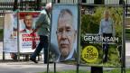 Erstmals wird der österreichische Präsident kein Konservativer und kein Sozialdemokrat sein; der rote und der schwarze Kandidat sind im ersten Wahlgang ausgeschieden. Die Wahlplakate in Wien werben für den FPÖ-Mann Norbert Hofer und den Grünen Alexander van der Bellen.