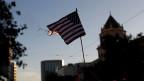 Eine brennende Flagge als Protest gegen den Kandidaten Donald Trump in San José, California.