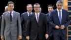 Bozo Petrov Präsident der MOST-Partei, der Premierminister Tihomir Oreskovic und Tomislav Karamarko, der Präsident der Kroatischen Demokratischen Union (von links nach rechts). Archivaufnahme vom 23. Dezember 2015.