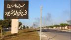 «Die Stadt Sirte, unter dem Schatten der Scharia» steht auf dem Plakat eingangs der Stadt.