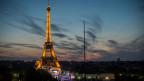 In der Fanmeile am Eiffelturm gab es intensive Kontrollen.
