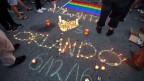 Grosse Trauer nach dem Mord-Anschlag auf einen Nachtclub in Orlando, Florida, bei dem 50 Menschen getötet wurden.