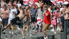 Massive Gewaltanwendung zwischen Hooligans aus England und Russland.